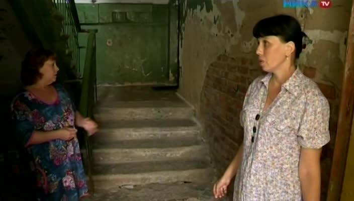 Жители аварийного дома в Калуге на улице Чичерина устали от обещаний коммунальщиков и переносов сроков