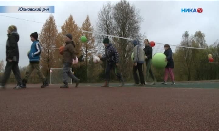 Универсальная спортплощадка появилась в Юхновском районе