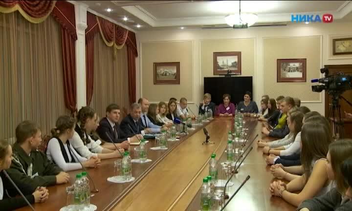 Школьники из южных районов Калужской области встретились с губернатором
