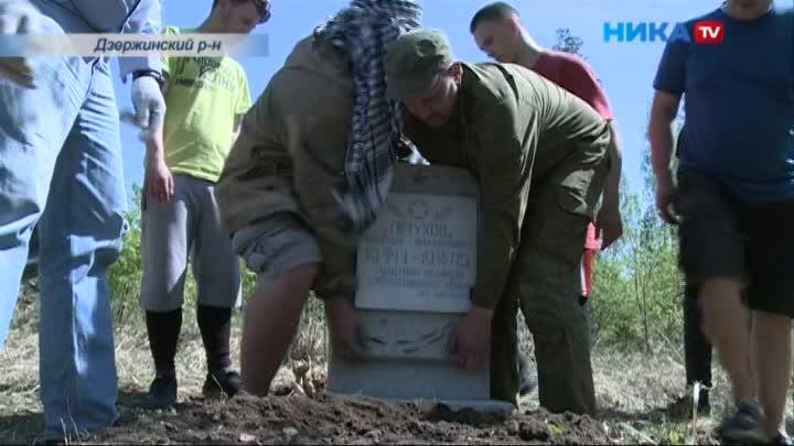 Студенты из Подмосковья установили памятник погибшему солдату в Дзержинском районе
