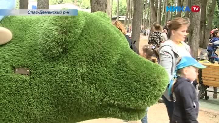 Жители Спас-Деменска отметили День России вобновленном парке