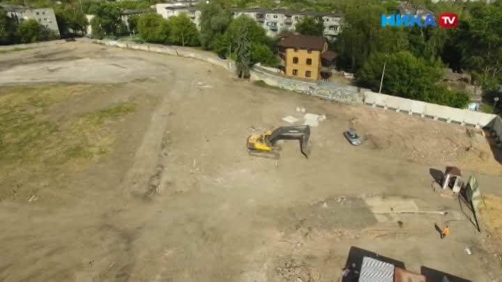 Жители домов возле бывшего стадиона боятся оказаться погребенными под землю