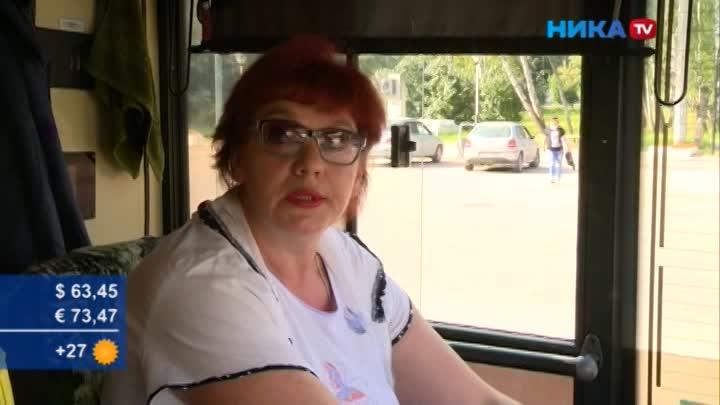 Сама себе построила дорогу: Водитель троллейбуса вручную засыпала яму